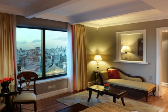 Studio City View, spacious room with living facing the city of Buenos Aires.